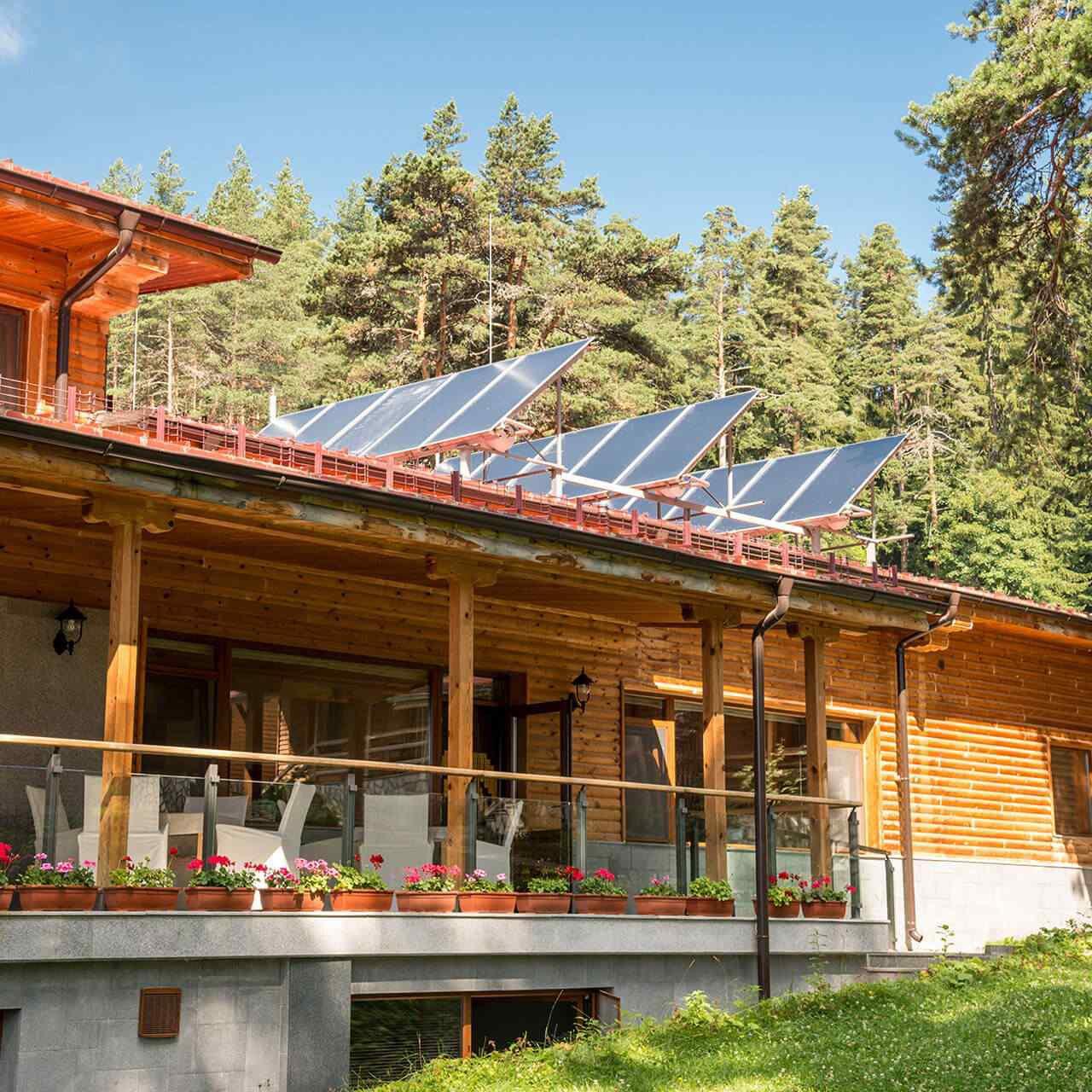 https://solarpanelstucson.biz/wp-content/uploads/2018/09/gallery_projects_11-1280x1280.jpg