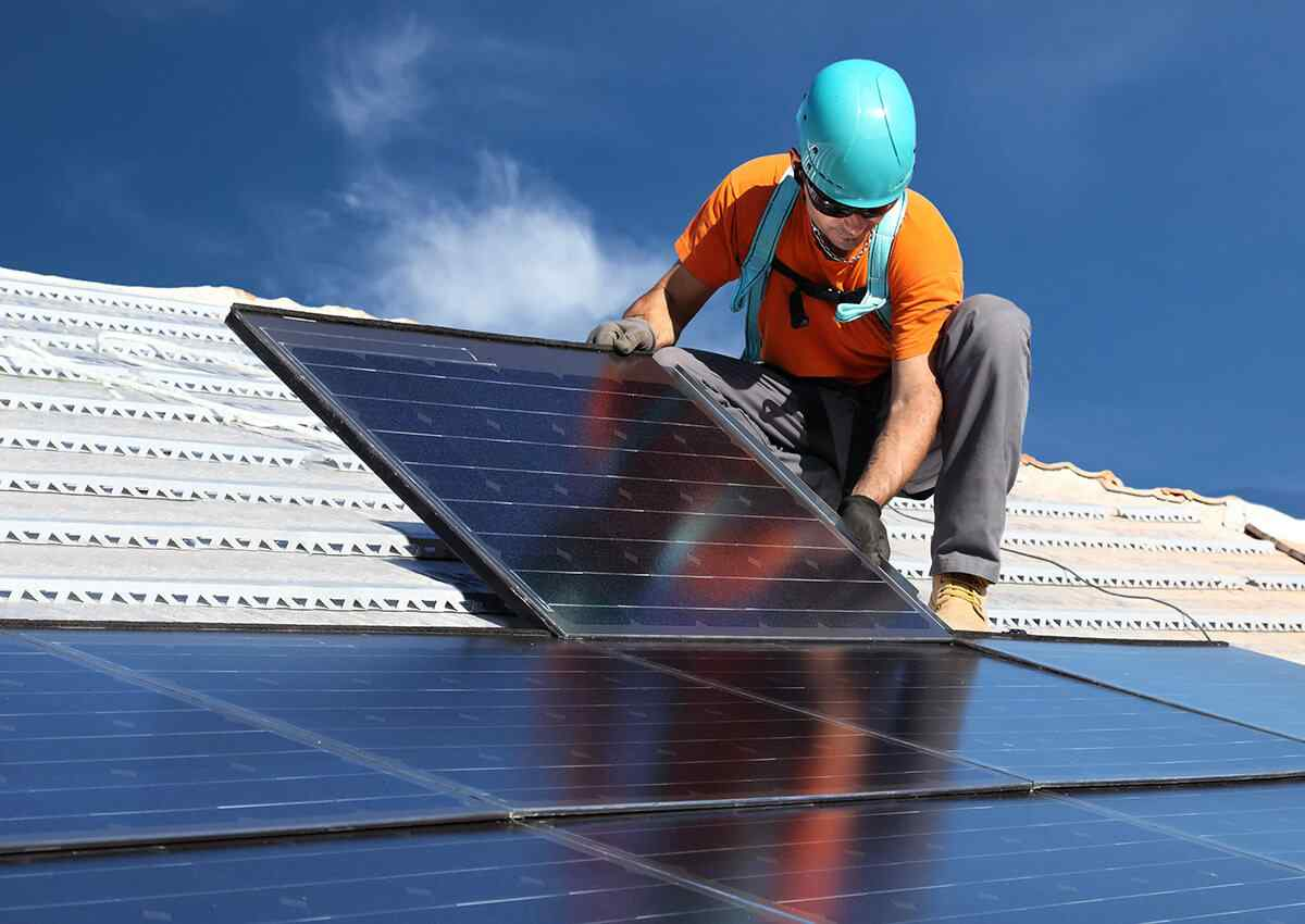 https://solarpanelstucson.biz/wp-content/uploads/2018/10/inner_professionals_04.jpg